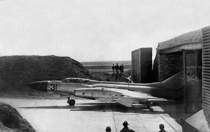 Перехватчик Як-28П перед