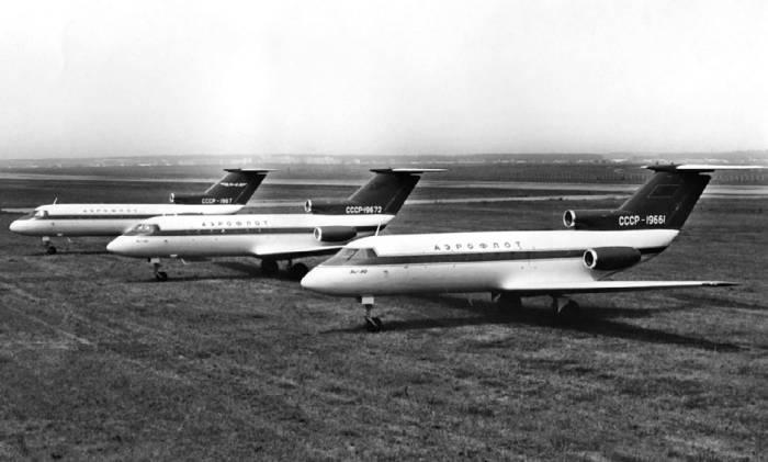 экземпляры самолета Як-40