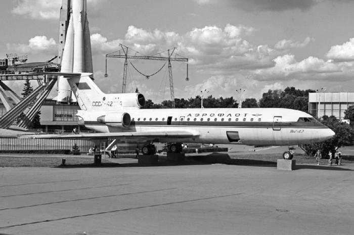 опытных экземпляров Як-42
