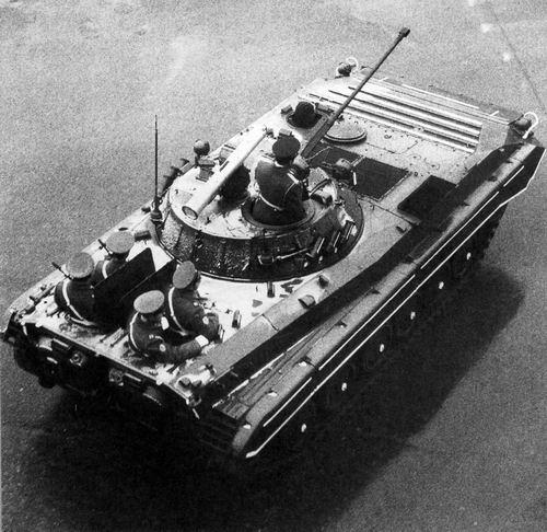 БМП-2 следует на Красную