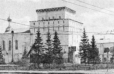 Памятник Скала с колотыми гранями Чухлома Лампадка из габбро-диабаза Долинск