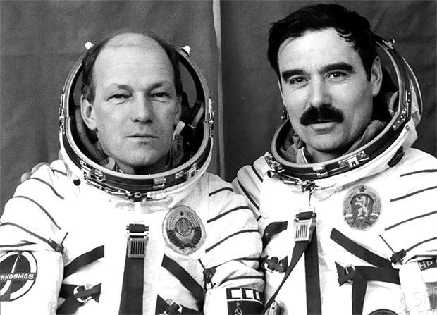 100 великих тайн космонавтики