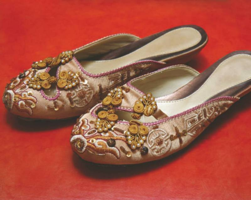 Украшаем обувь сами: валенки, сапоги, угги, туфли, тапочки