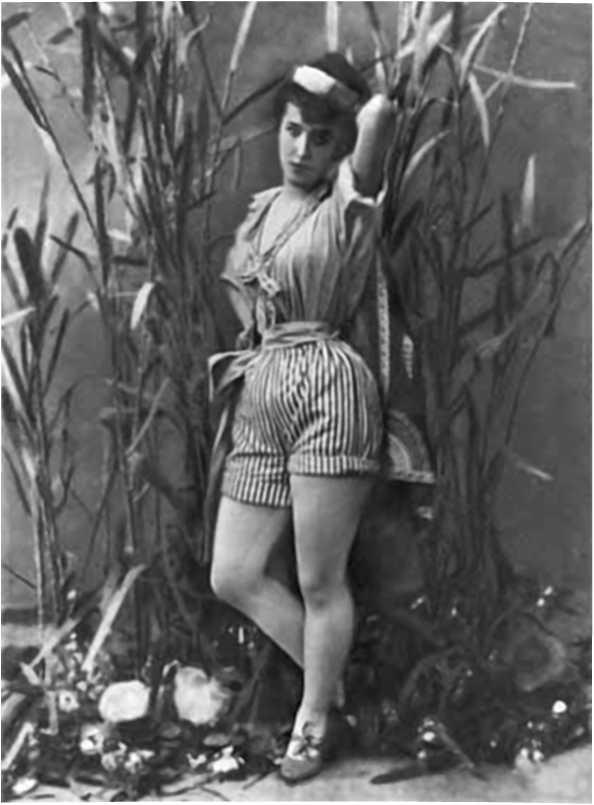 голубые панталоны на женщине фото частная жизнь