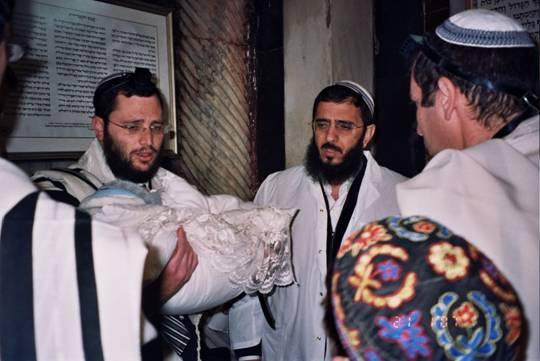 Евреи трахают мёртвых девствениц