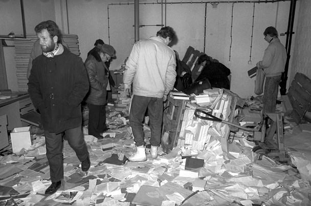 Неудобное прошлое. Память о государственных преступлениях в России и других странах