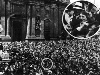 Гитлер представлял что занимается сексом с аудиторией