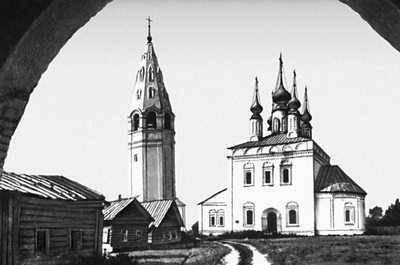 Мемориальный одиночный комплекс из двух видов гранитов Васильсурск Мемориальный одиночный комплекс с крестом Римская