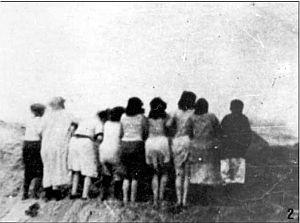 Метисочка сосет осмотр пленных женщин заставляет лизать