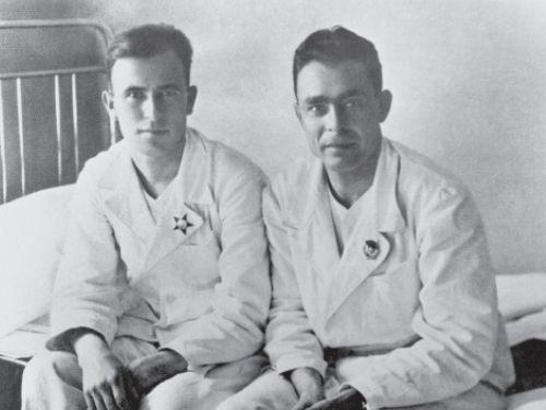 ФОТОГРАФИИ - Брежнев: https://www.e-reading.club/chapter.php/91018/72/Mlechin_-_Brezhnev.html